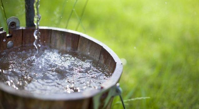 Умыть себя водой