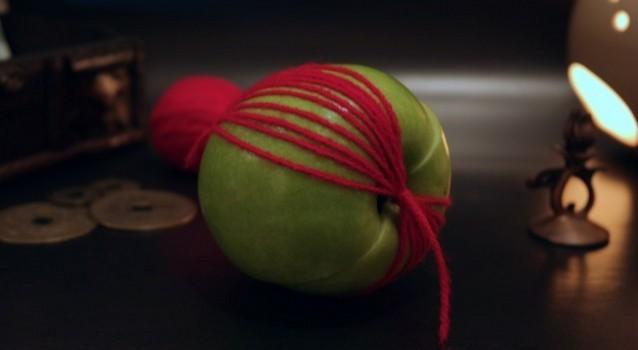 Как сделать приворот на яблоко